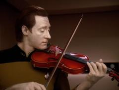 Data playing violin